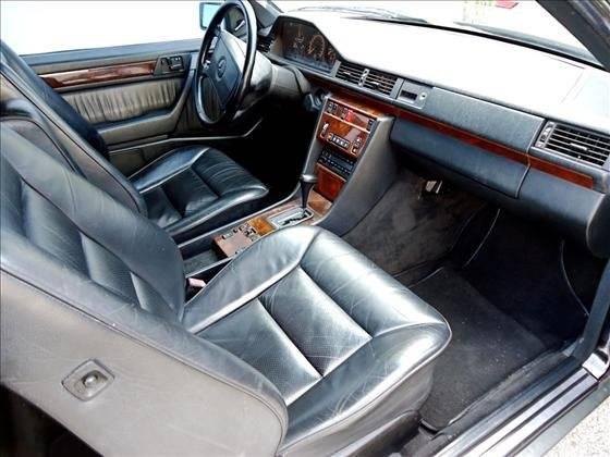 300 CE 24V R$ 38.000,00 Mercedesbenz300ce3.0coupe6cilindrosgasolina2pautomatico-wmimagem22034200394