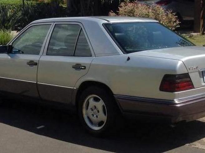 MERCEDES-BENZ E 320 3.2 ELEGANCE V6 GASOLINA 4P AUTOMÁTICO 1995/1995